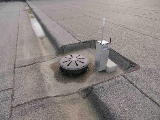 pomiar spiętrzenia wody na dachu