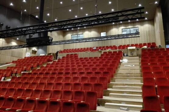 wnętrze sali kinowej